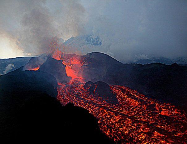 esursione etna in eruzione