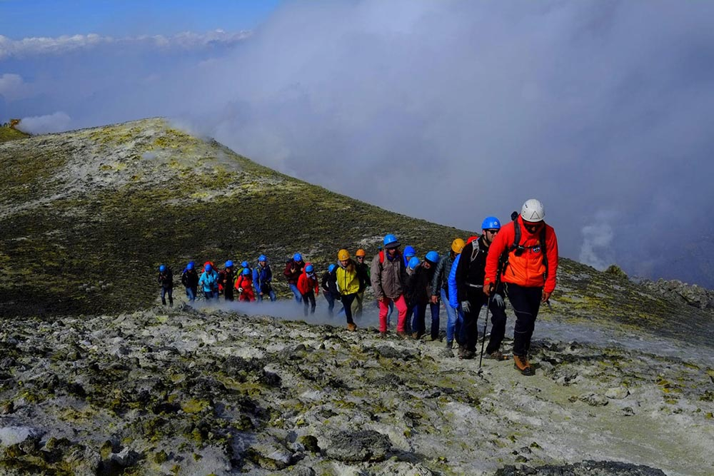 excursion crossing of Etna